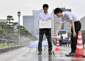 آب پاشی خیابان های توکیو برای کاهش دمای هوا