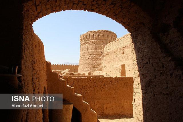 داستان تنها بازمانده شهر و رازهای قلعه مهرپادین
