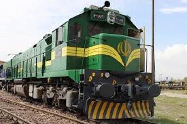 توقف طولانی قطار یزد مسافران را کلافه کرد، کامیون عامل مسدودی ریل