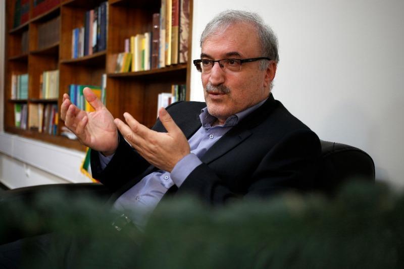 در مصاحبه با خبرنگاران مطرح شد؛ توضیحات سرپرست وزارت بهداشت درباره فرار مالیاتی پزشکان در بخش دولتی و خصوصی