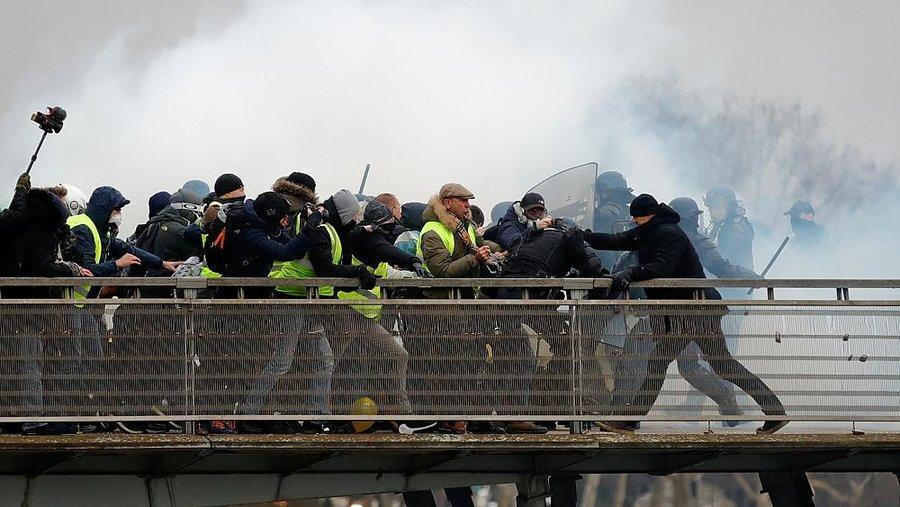 جلیقه زردها ، وزیر کشور فرانسه قانون ضدخرابکاری به مجلس برد