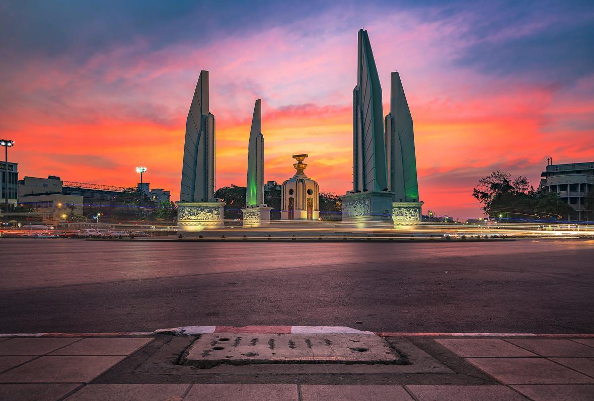 بنای یاد بود آزادی در بانکوک تایلند