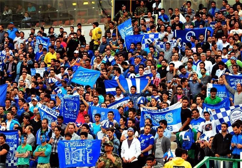 تشویق رحمتی در استادیوم آزادی پس از گل خوردن تیم ملی در عمان