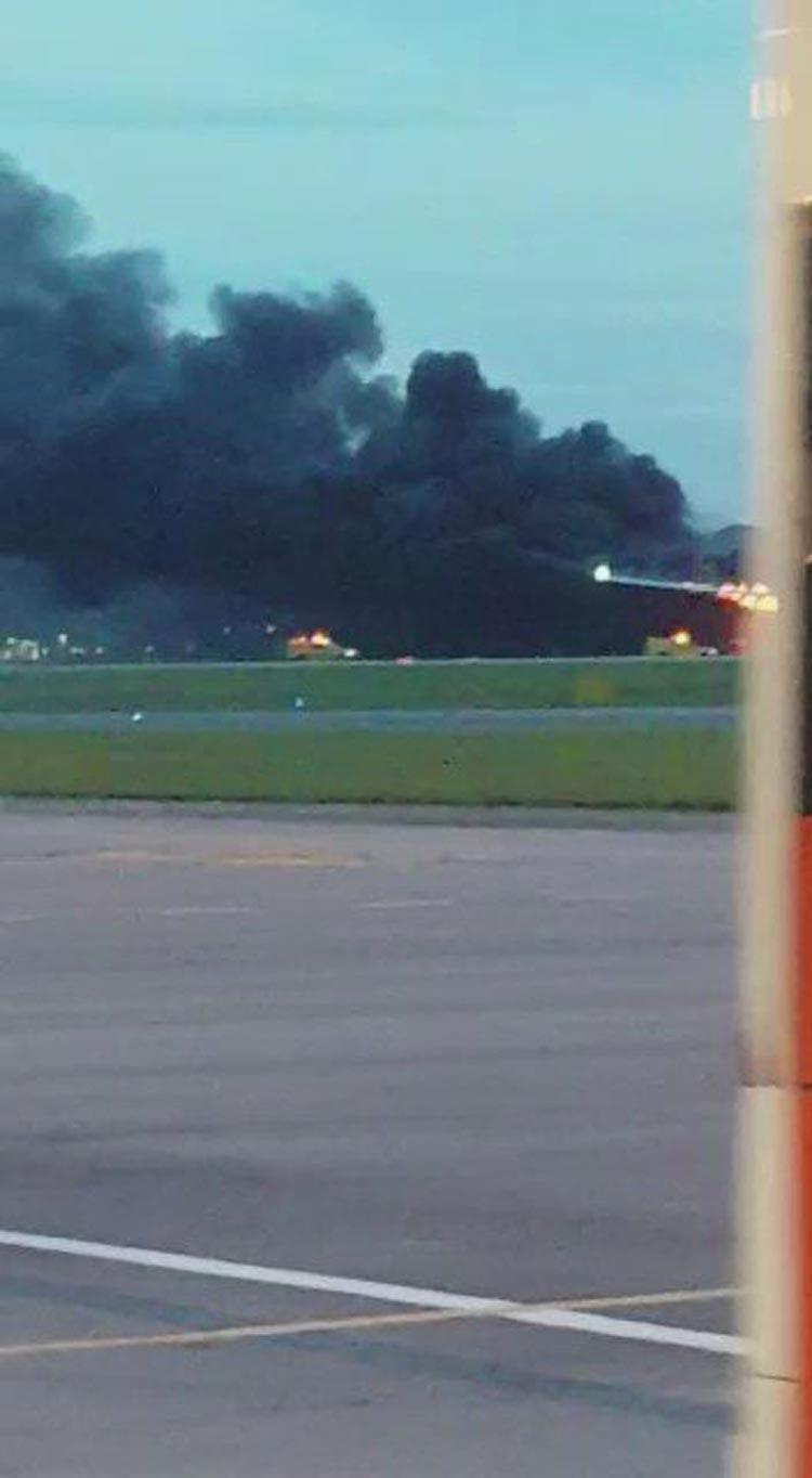 آتش سوزی هواپیمای خط هوایی سنگاپور به هنگام فرود اضطراری