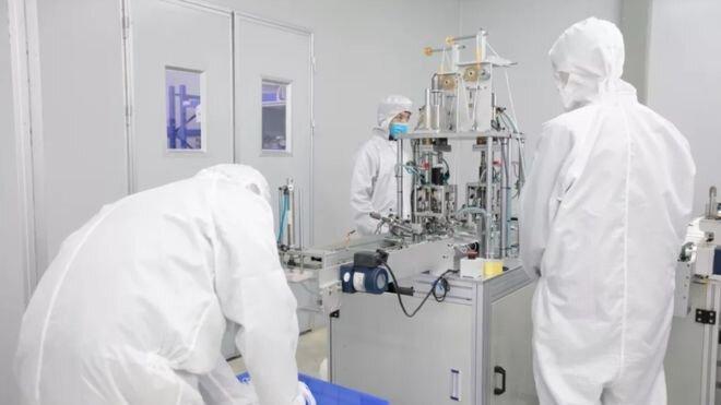 شرکت سازنده آیفون در چین اکنون ماسک می سازد
