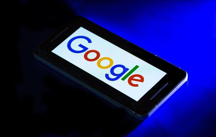 گوگل با یاری هوش مصنوعی رونویسی و ترجمه همزمان مکالمات را ممکن می نماید!