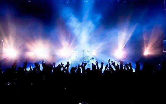 مجری سلطنت طلب: کنسرت لس انجلسی ها در عربستان برای جدایی اهواز از ایران است
