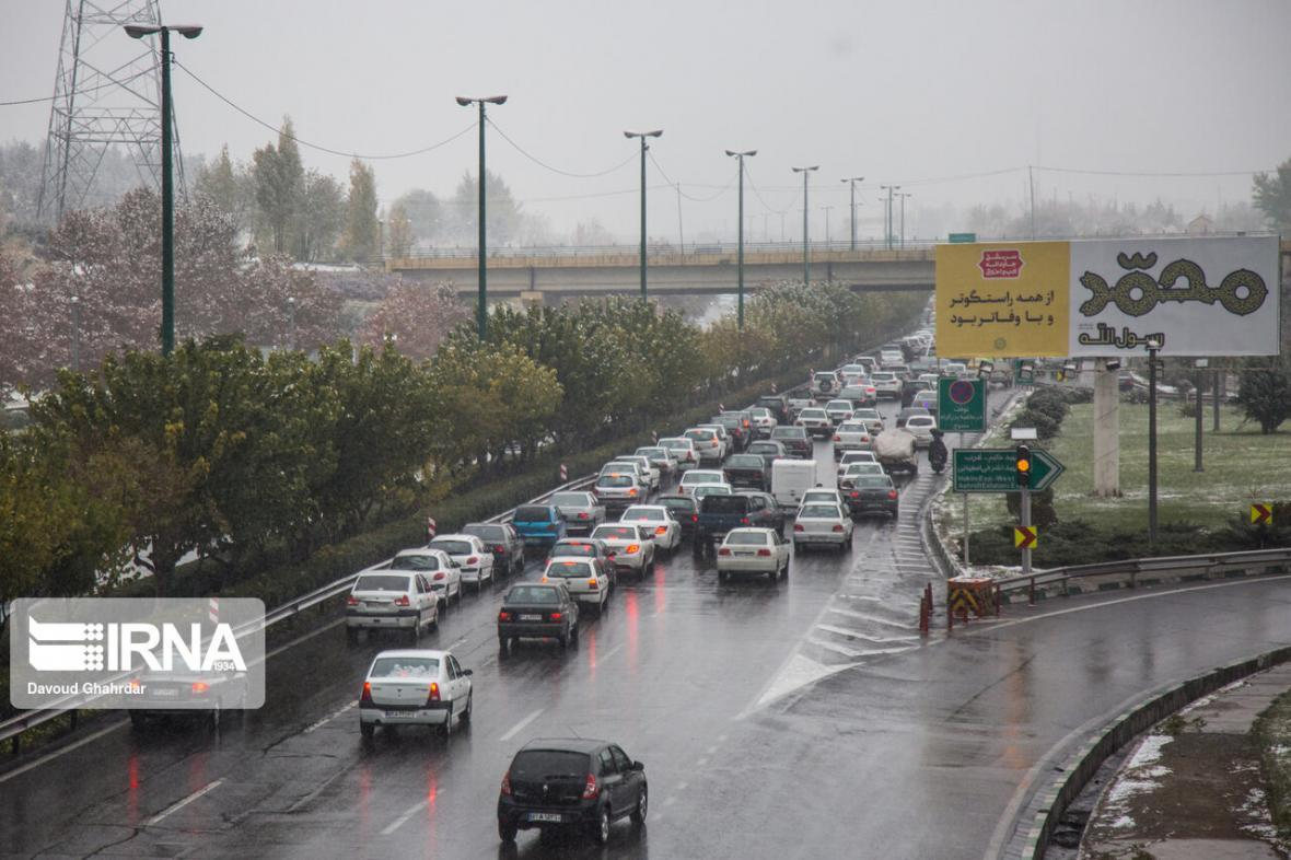 خبرنگاران بارش برف و باران در جاده های شمالی