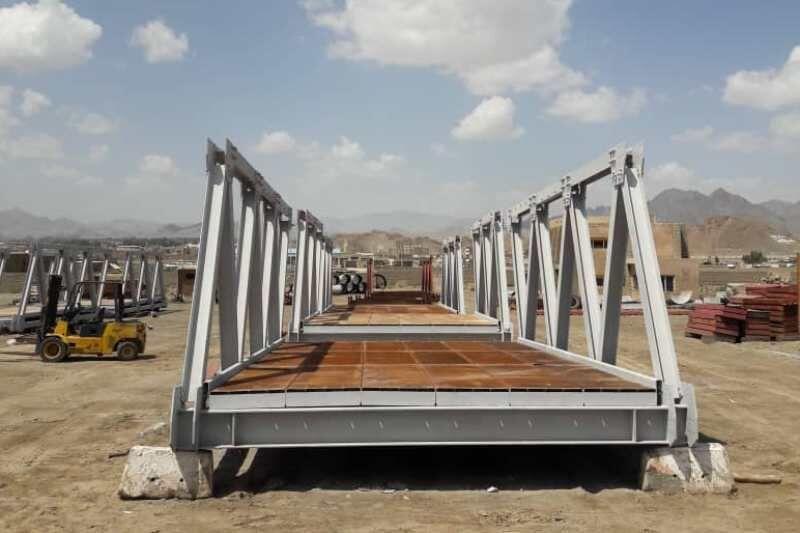 خبرنگاران مونتاژ 2 دستگاه پل خرپایی در سیستان و بلوچستان
