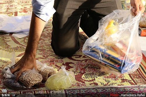 26 بسته غذایی بین کارگران فصلی کرمانشاه توزیع شد