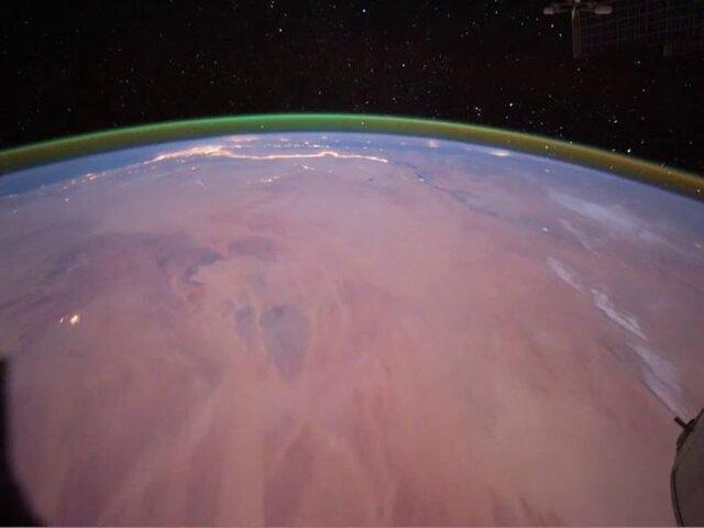 مشاهده نور سبز رنگ درخشان در اطراف مریخ