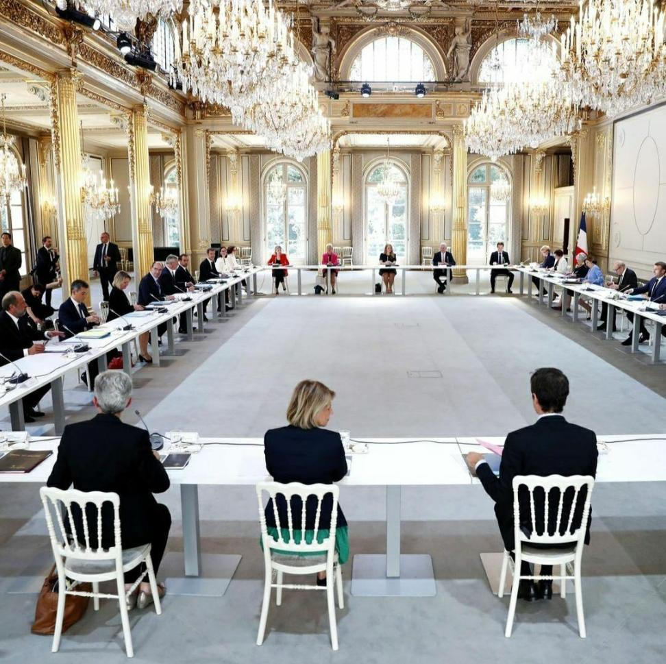 دولت جدید فرانسه، وزیران زن بیشتر از مردان (