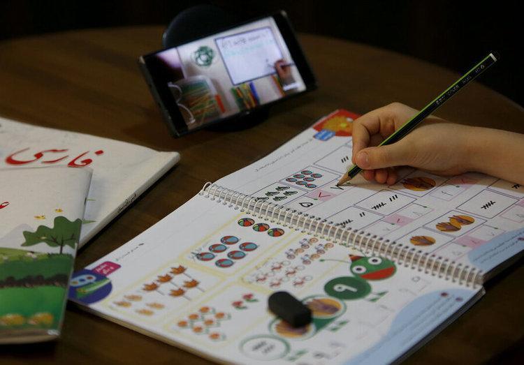 محرومیت از تحصیل 5 میلیون دانش آموز به خاطر نداشتن موبایل