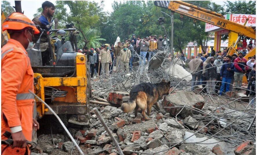 خبرنگاران ریزش سقف ساختمانی در هند 21 کشته بر جای گذاشت