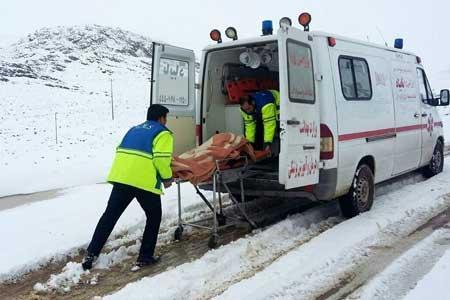 انتقال 28 بیمار در راه مانده برف و کولاک به مراکز درمانی